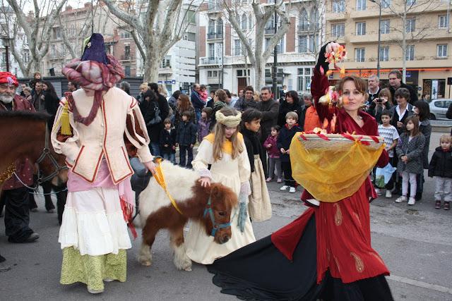 Le Blog De Clementine: Cavalcade Des Rois Mages À Perpignan à Chameaux 3 Rois Mages