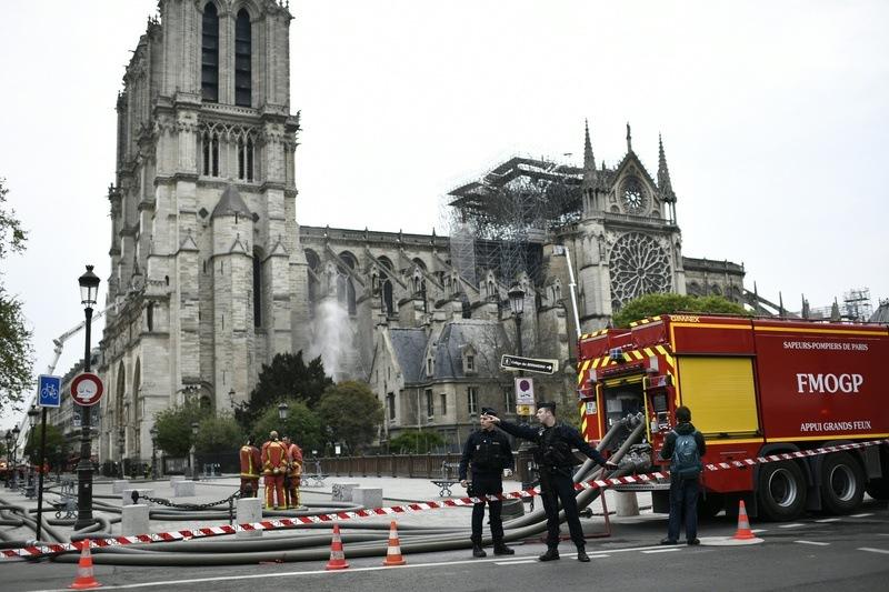 « L'ensemble Du Feu Est Éteint » D'Après Les Pompiers destiné Paroles Au Feu Les Pompiers