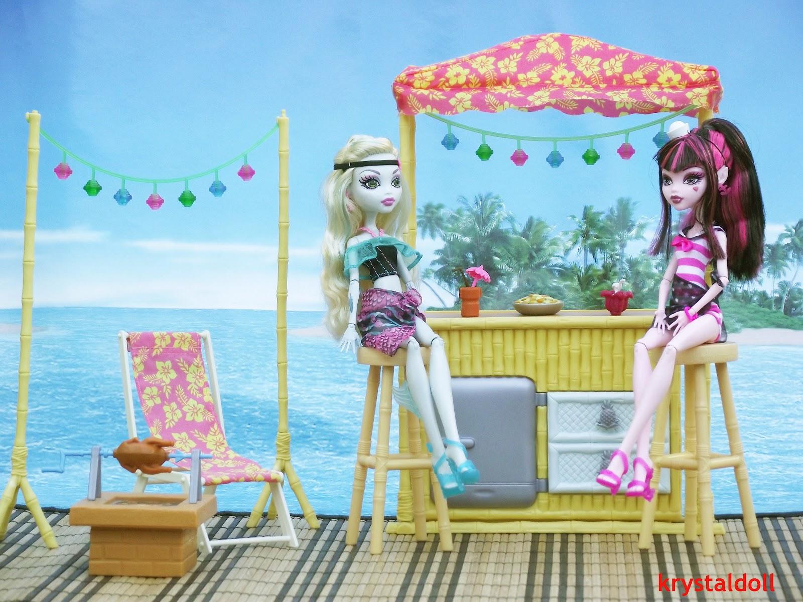 Les Poupées De Krystal: Le Décor De Lagoona Blue : La Plage serapportantà Barbie Sirene A La Plage Translation