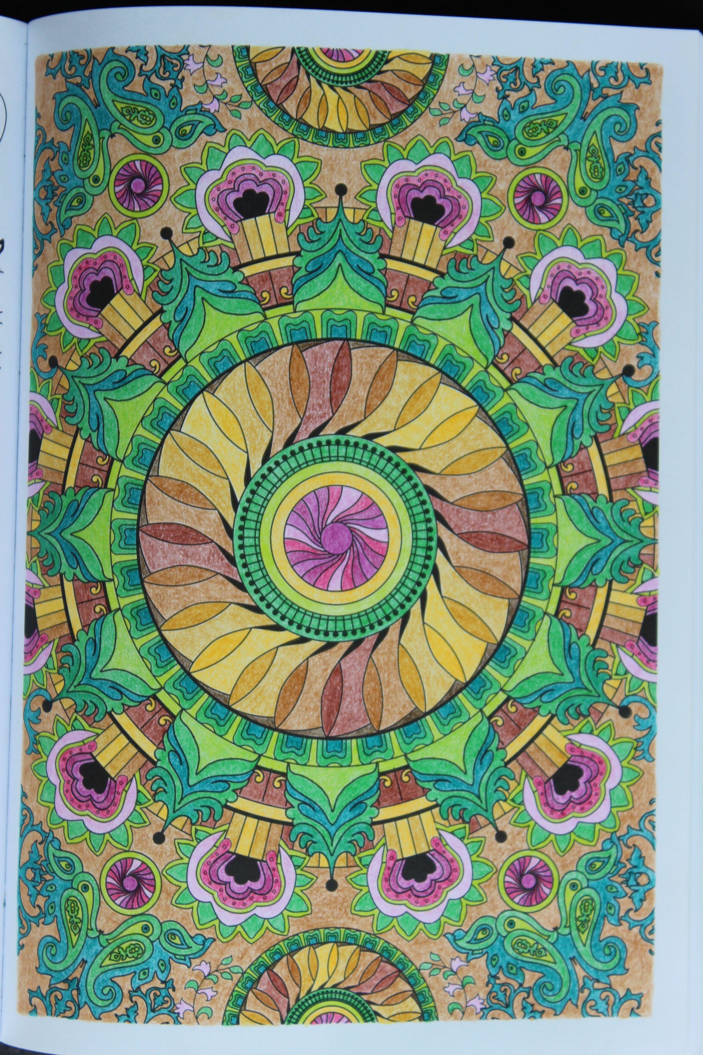"""Livre """"100 Mandalas Anti-Stress"""" Hachette - Crayons De tout Livre Anti Coloriage"""