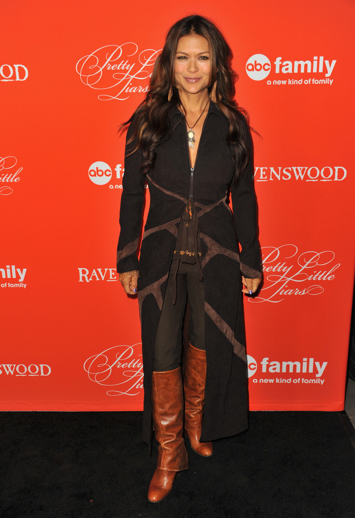 More Pics Of Nia Peeples Knee High Boots (20 Of 20) - Nia encequiconcerne Sitemap_Abc?Famille=
