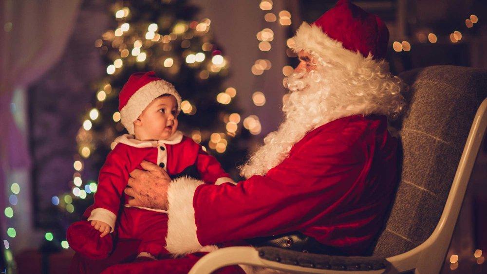 Noël : Les Pires Photos Du Père Noël Avec Bébé à Photo Du Pere Noel