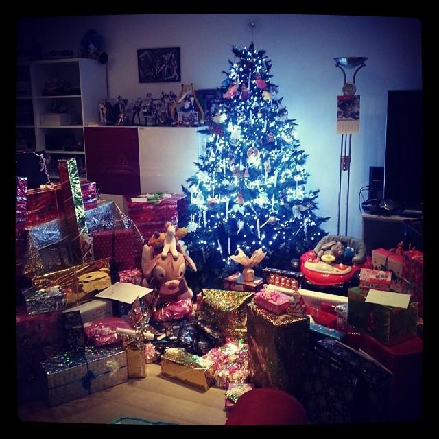 Nos Cadeaux De Noël 2013 (Partie 1) - Couple Of Pixels concernant Sapin De Noel Avec Cadeaux