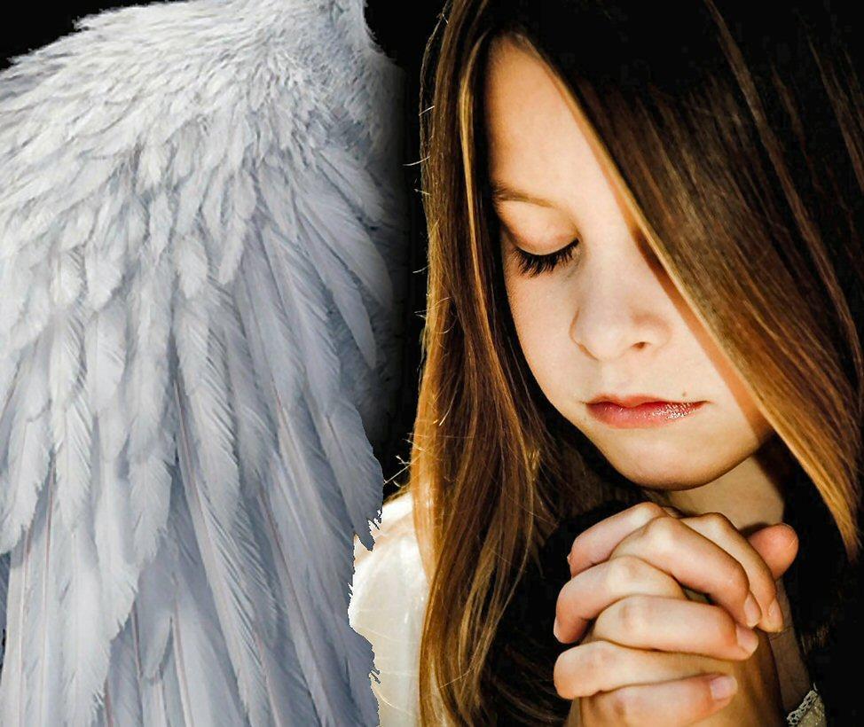 One Prayer Girl dedans Little Angel