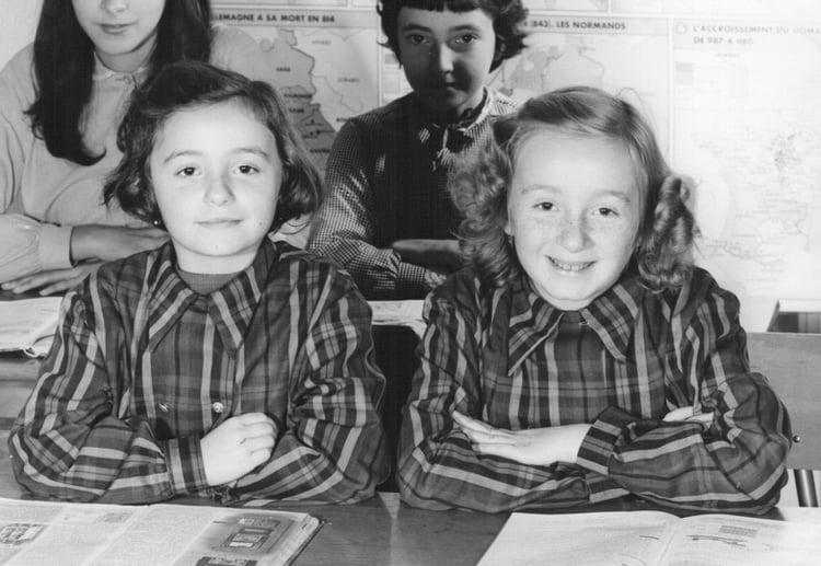 Photo De Classe Cm1 De 1964, Ecole Georges Fournier à Ma Maitresse De Cm1 Cm2 Ann?E A Pr?Histoire