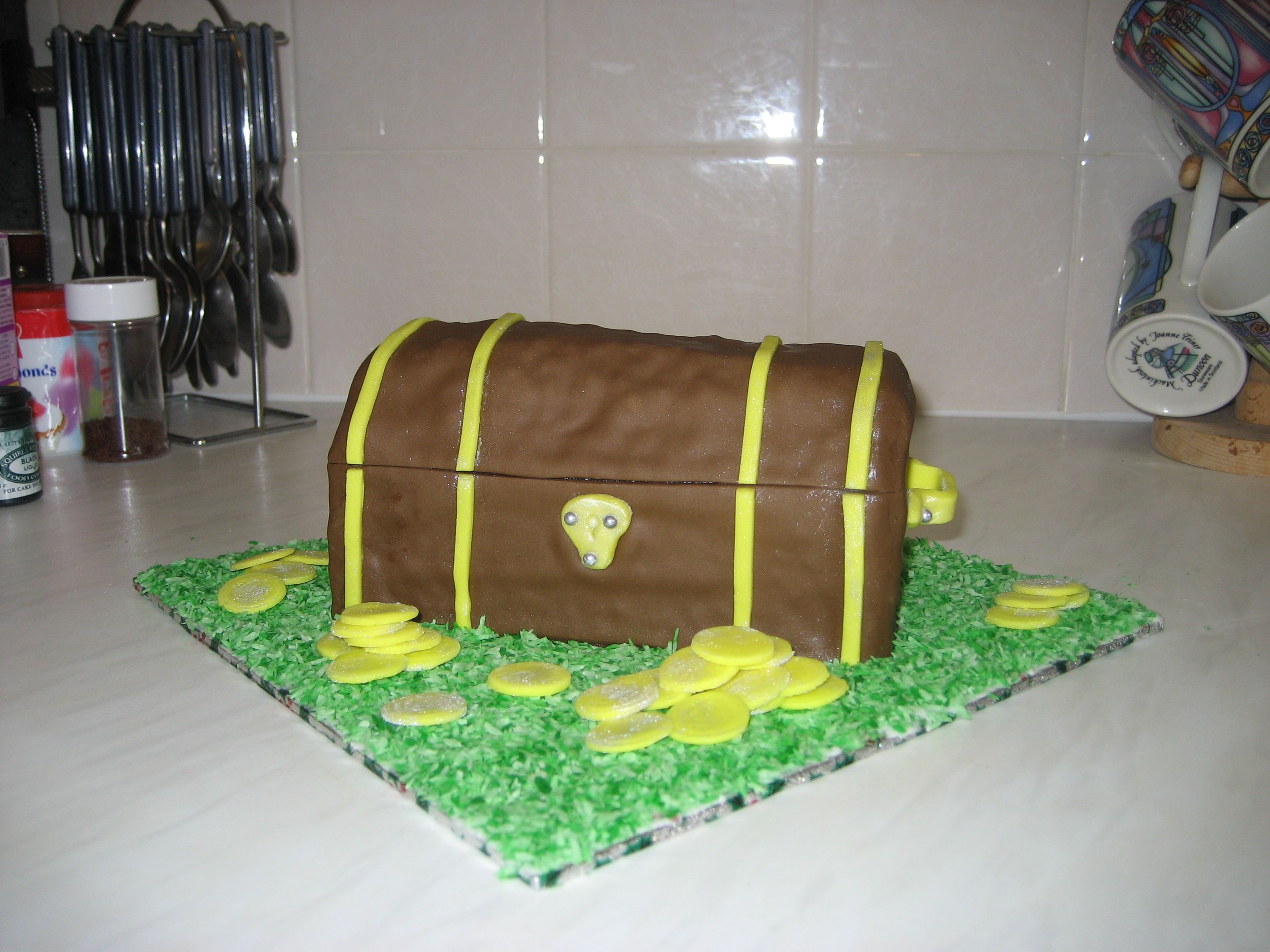 Pirate Treasure Chest Cake (Avec Images) serapportantà Comment Fabriquer Un Coffre Au Trésor