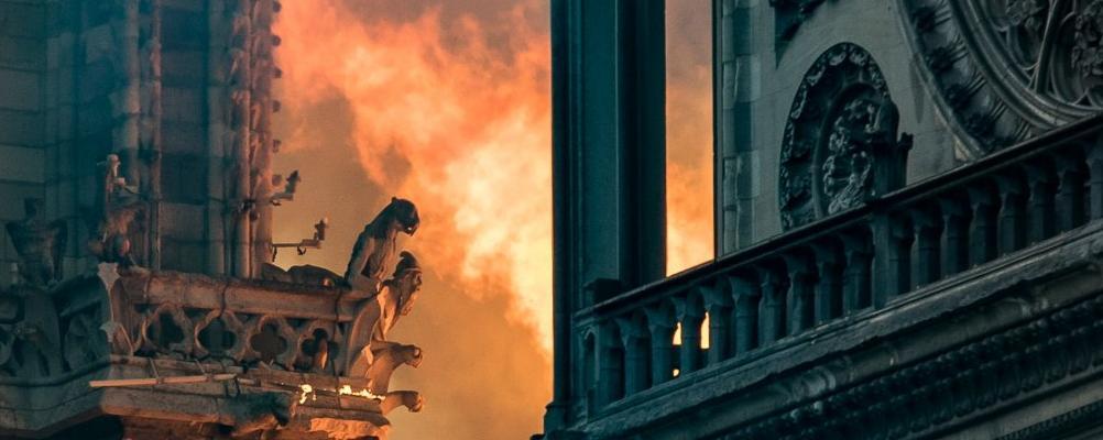 Quasimodo Pleure Notre-Dame De Paris: Les Hommages En à Coloriage Notre Dame De Paris