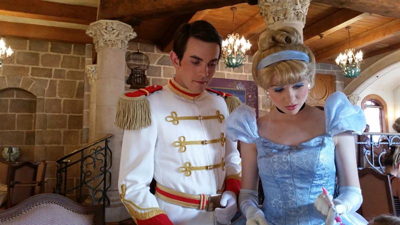 Rencontrer Elsa, Anna Et Les Princesses À Disneyland Paris à Le Portrait De Cendrillon