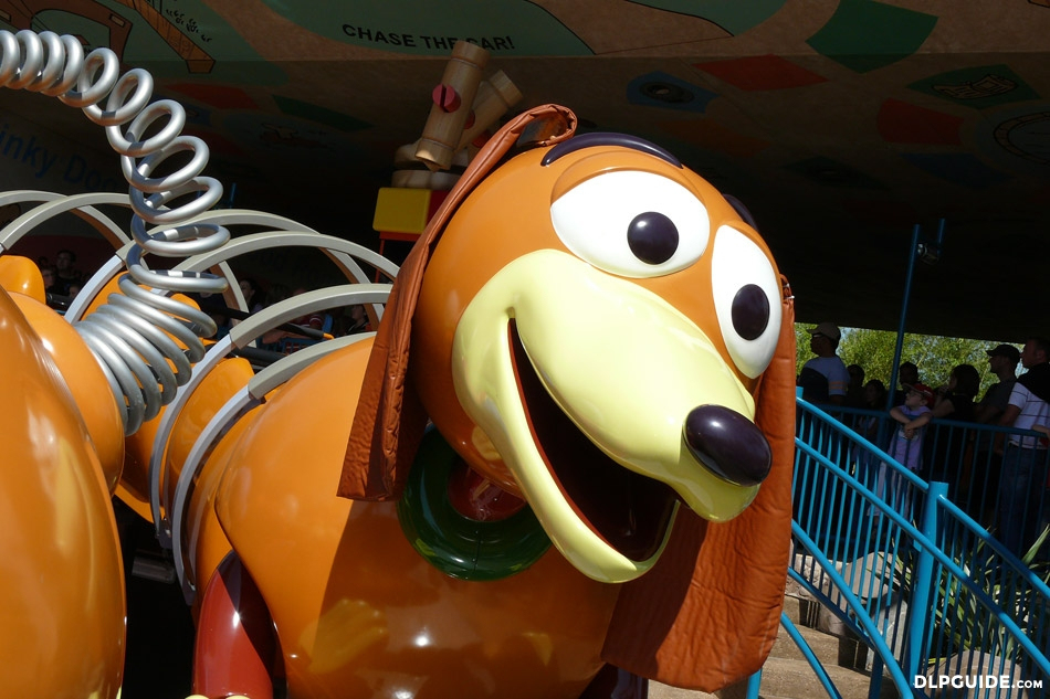 Slinky Dog Zigzag Spin In Toy Story Playland — Dlp Guide avec Zig Zag Toy Story