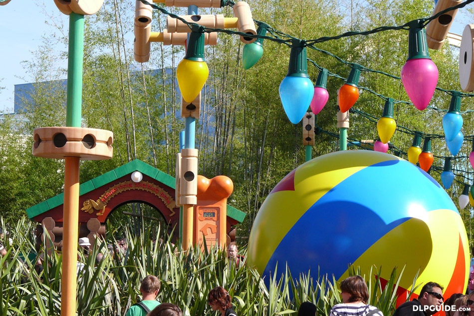 Slinky Dog Zigzag Spin In Toy Story Playland — Dlp Guide concernant Zig Zag Toy Story