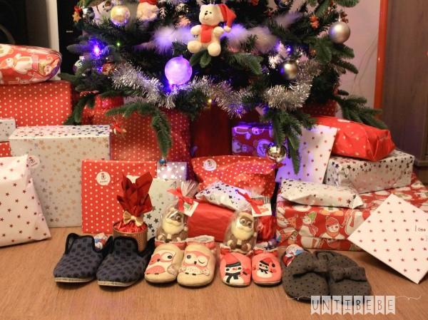 Un Noël Très Différent - Untibebe Family - Blog Famille serapportantà Sapin De Noel Avec Cadeaux