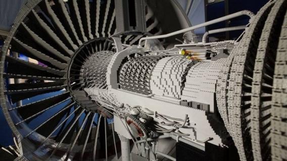 Un Réacteur D'avion De Ligne Fait De 152 455 Pièces De Lego tout Lego Avion De Ligne