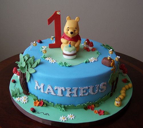 Winnie The Pooh Cake | This Cake Was Made Based On A avec Pooh Gateau